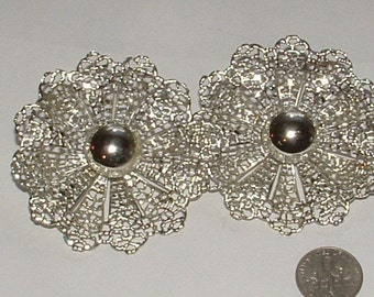 remember these 1960s signed sara coventry- SNOWFLAKE EARRINGS- big bold lacey clip ons mint