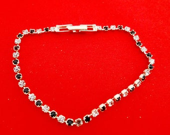 "Vintage 7"" silver tone black and clear dainty rhinestone bracelet with great sparkle in great condition"