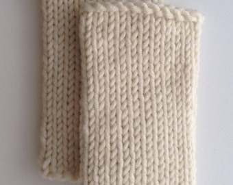 wool mix wristwarmers . hand knit . Cream