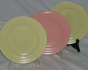 Hazel Atlas Moderntone Platonite Glass 7 inch Plates Yellow Pink