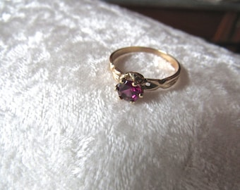 Vintage 14K Gold Red Rhodonite Garnet Ring Engagement/Anniversary Red Raspberry Garnet  14K Gold  Ring