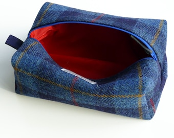 Large washbag, navy check HARRIS TWEED, waterproof lining