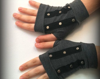 Fingerless gloves with buttons