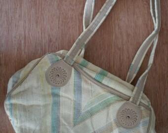 30% off// Vintage 80s Spring Oatmeal CARPET BAG of America BOHO Shoulder Purse
