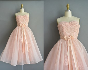 50s powder pink Sweetheart strapless chiffon dress. vintage party prom dress. vintage 1950s dress