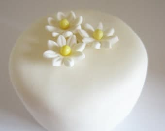 edible sugar x-small daisies set of 36