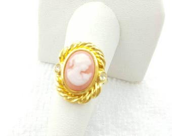 Avon Sentimental Cameo Gold Tone  Ring  1994 Mint Never worn size 8