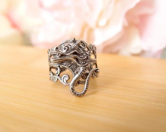 Medieval dragon Ring-Aged brass-adjustable-steampunk-Victorian-edgy chic- statement-armor ring V072