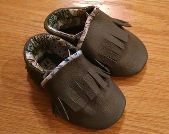 Gray fringed moccasins size 4 / 6-12 months