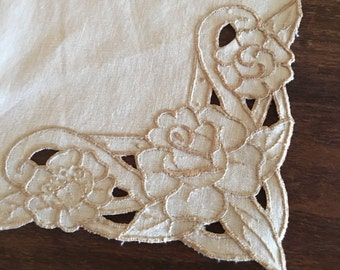 Vintage Off White Table Runner / Lace Table Runner /Linen Table Runner, vintage dresser scarf