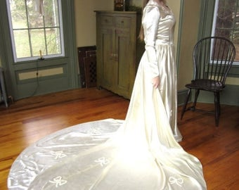 On Sale 1940s Ivory Wedding Dress Gown Long Train W/ Bows 40s hand Trimmed Bows