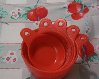 fun plastic vintage measuring cups