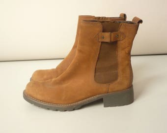Clarks Vintage 1990's Tan Suede Leather Grunge Chelsea Ankle Boots Size UK 5 Euro 38