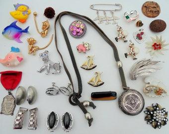 VINTAGE. JEWELRY. 25 + pc. destash. lot. wear resell craft Little Girls. Dress Up. Necklace. Brooch. Scatter Pins. Earrings. 1950s. 1980s.