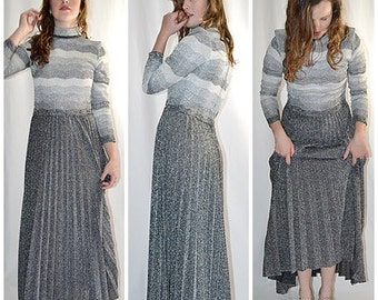 Vintage 1970s Silver Gray and Black Chevron Striped Knife Pleated Skirt Maxi Dress Formal Sz M