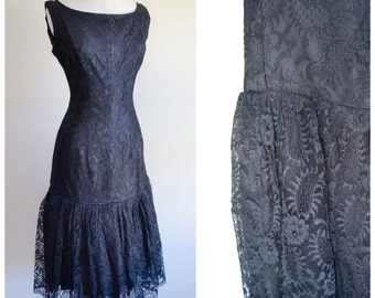 1950s Black lace mermaid hem wiggle dress / 50s sleeveless fitted cocktail dress - S