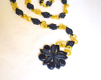 1930s Yellow & navy blue carved galalith belt / 30s Art Deco plastic celluloid link flapper necklace