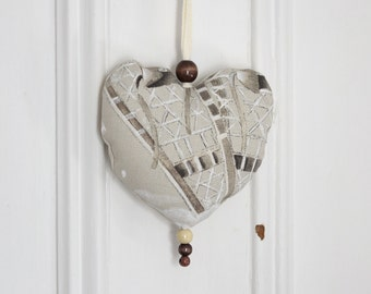 Fabric heart to hang Decoration Ornament Door hanger Gift Snowshoes Winter Beige Natural