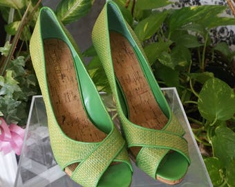 Free Shipping! Vtg. NINE WEST Lime Green Raffia Peep Toe Pumps- Size 10 M
