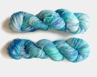 "Hand dyed sparkle sock yarn  colourway ""Mar de Jade""- Merino, Nylon and Stellina, Fingering - Brilli Brilli base"
