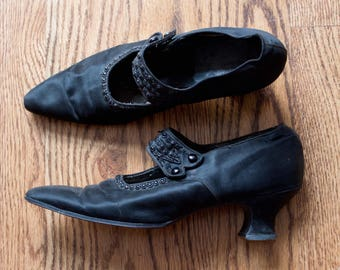 antique Edwardian beaded silk shoes / 1900s black pointed toe mary jane Louis heeled shoes / 7