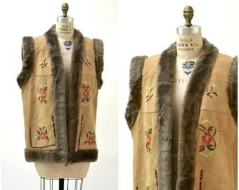 Vintage VEGAN Embroidered Faux Shearling Leather Vest// 70s Shearling Embroidered Sheepskin Vest VEGAN Fur Boho Afghan Vest Large XL