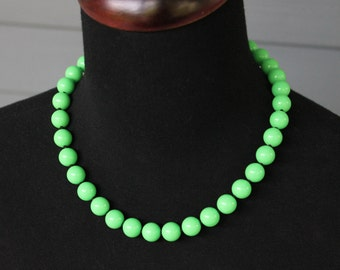 Vintage MOD Retro Les Bernard GREEN Apple Lime Faux Jade Black Knotted BEAD Lucite Beaded Choker Princess Necklace Signed Tag
