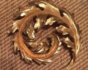 Gold Swirl oak leaf broach