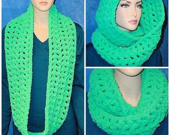 Green Crochet Infinity Scarf,  Green Infinity Scarf, Green Chunky Infinity Scarf, Plush Infinity Scarf Crocheted Infinity Scarf, Green Scarf