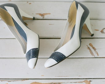 1980s NAVY and WHITE Two Toned Classic Pumps....size 8 womens....westies heels. nautical. mod. mad men. shoes. retro. mod. designer vintage