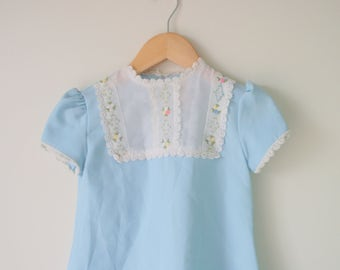 1960s FLORAL LACE Peasant Girls Dress....size 6 girls...polly finders. kids. children. girls dress. lace. blue floral. mid century. peasant