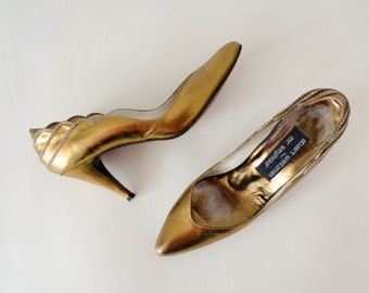 gold leather pumps / gold high heels with rhinestones / Stuart Weitzman / size 7.5
