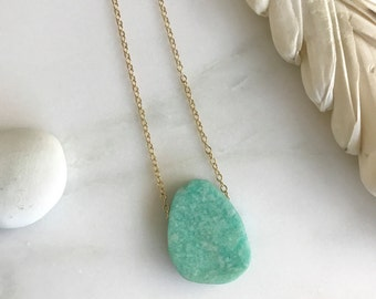 Simple Stone Choker Necklce. Aqua Choker. Gold Necklace. Layering Necklace. Floating Stone Necklace.