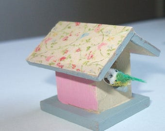Dollhouse miniature birdhouse 1/12 scale with tiny bird