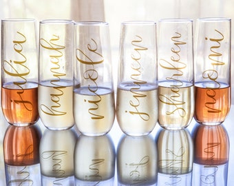 Set of Personalized Bridesmaids Stemless Champagne Glasses / Champagne Flutes - Names in Gold - Bridesmaid Gifts - Custom Wedding Party Gift