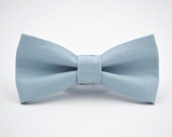Mens Bowtie in Blue Gray, Kaufman Kona in Fog, Smoky Blue, Groomsmen Bow Tie, Wedding Bow Ties, Adjustable Bow Tie