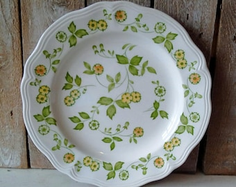 Vintage Plate, Decorative Floral design, 10 inch Dinner Plate, Petite Flora Ironstone, Green Yellow Retro Kitchen 1970 Cottage, Wall Decor