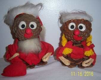 Pine Cone Santa And Miss Claus Figures - Pinecone Santa And Miss Claus Sculpture - Hand Made Santa & Miss Claus - Felted Santa Statue