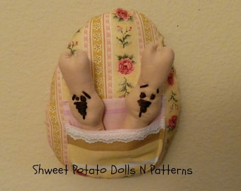 Shweet Easter Egg Bunnies, Cottage Chic Large Egg with Bunnies Inserts, Door Hanger, Large Ornament, Primitive