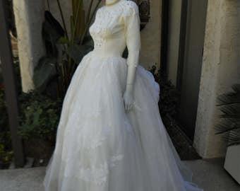 Vintage 1950's Wedding Dress - Size 4
