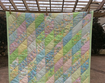 Baby quilt in pastels