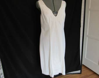 Vintage Creaciones Parisinas Ivory Heavy Weight Nylon Fitted Slip Nightgown with Lace Trim size L size 40