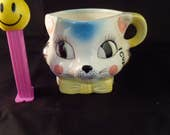 Vintage Kitty Cat 1 cup Measuring Cup ceramic made in Japan Tilso ceramics kitchen collectible decor 1950-1960s cat face big eyes cooking
