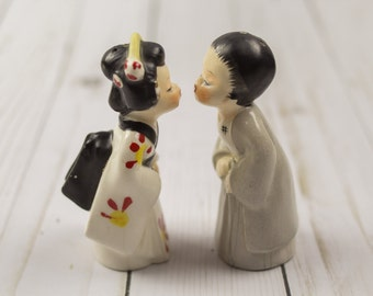 Vintage Napco Kissing Japanesse Couple Salt & Pepper Shakers
