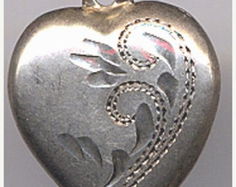 15% DISCOUNT Vintage Sterling Puffy Heart Charm Swirls    Item No: 14507