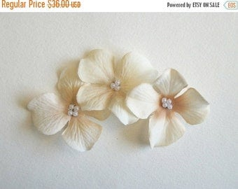 Almost Spring Sale White Flower Hair Clips Off White and Beige Natural Flower Hair Clips Antique White Rustic Wedding Accessories Bridal Par