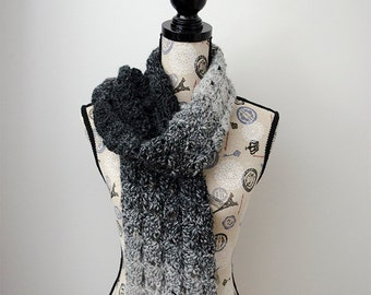 Gray Shells Scarf - Crochet Pattern