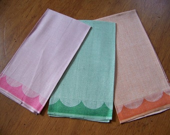Set of 3 Unused Vintage Linen Hand Towels Pastel Deco Look