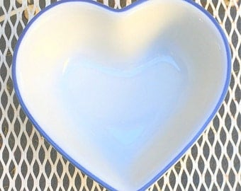 Vintage Ceramic Heart Bowl, Pfaltzgraff Jello mold 8 inches, made in USA, cottage chic style serving bowl, farmhouse kitchenware
