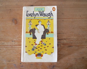 Vintage Penguin Paperback - Evelyn Waugh - Scoop